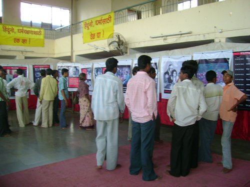 Hindus visiting exhibition