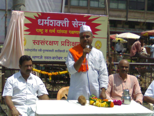 Pujya Ganesh Maharaj speaking on the occasion of<br>establishment of Dharmashakti Sena