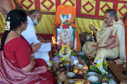 Hindus performing rituals at Dattapeetha - 1