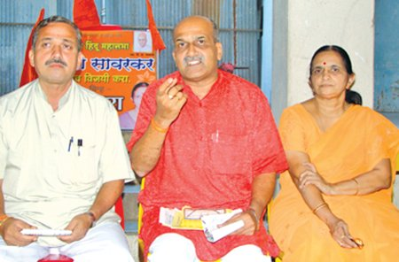 From left: Mr. Vilas Pawar, Mr. Pramod Mutalik and Smt. Himani Savarkar