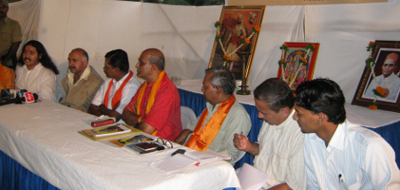 Mr. Pramod Mutalik and other dignitaries in the Press Conference