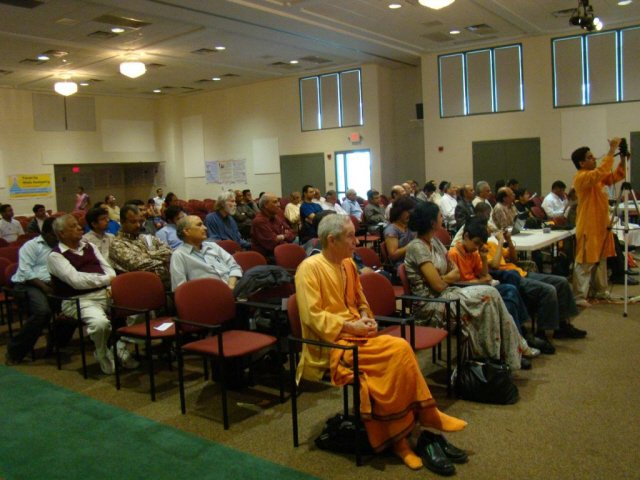 Audience present for Hinduism Summit in Chicago