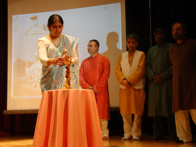 Shilpa Kurtadkar of SSRF lighting a Samai (an oil lamp) at the Inauguration of Summit