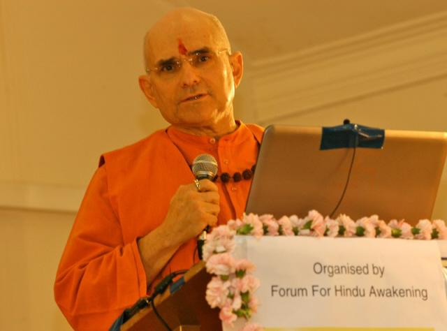 Mahant Swami Shankaranand expressing his thoughts at summit