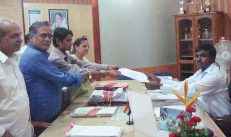James Laine Issue: HJS submits memorandum District Collector to in Nashik