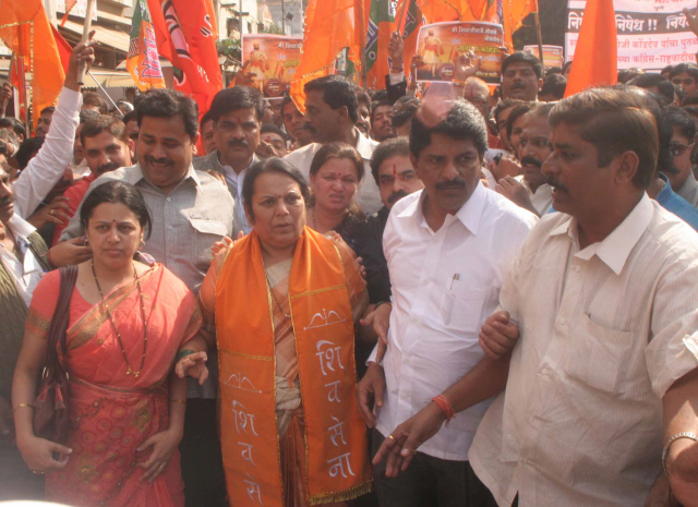 Shiv Sena leader Dr. Neelam Gorhe participated in the agitation