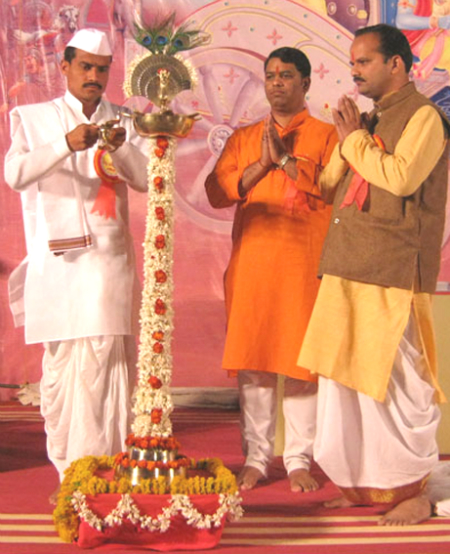 Inauguration of Hindu Dharmajagruti Sabha by lighting a Samai (an oil lamp)