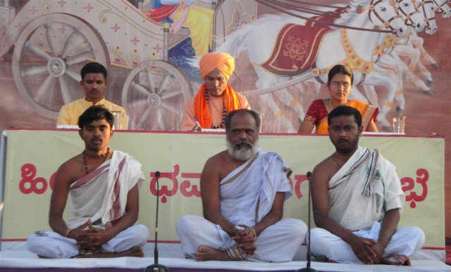 Recitation of Vedic mantras was done at the start of the Hindu Dharmajagruti Sabha