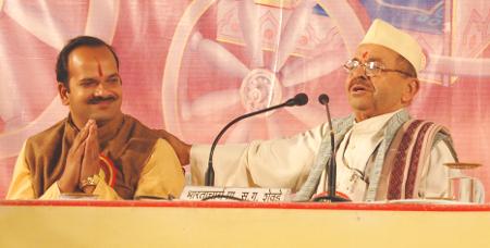 Bharatacharya S. G. Shevade praising Mr. Abhay Vartak, Sanatan Sanstha
