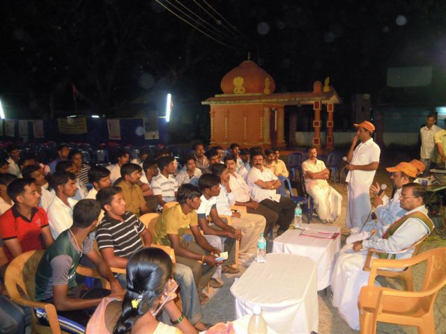 Devout Hindus present for the after-Dharmasabha meeting
