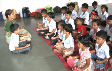 Mrs. Vishakha Athavale of HJS conducting 'sanskar' class for children