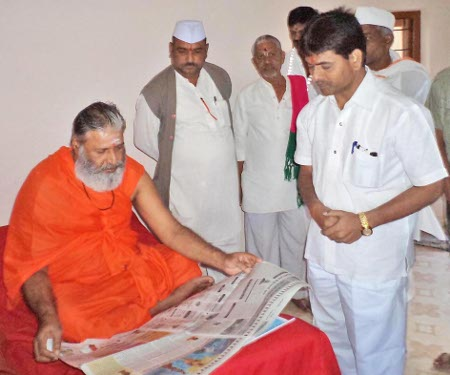 Kashi-peetha Shankaracharya here while guiding and blessing activists of HJS
