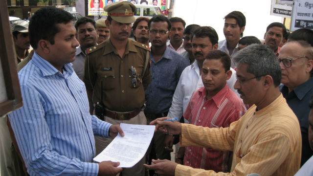 Hindus submitting memoradum for Hon. President of India on Amarnath Yatra issue
