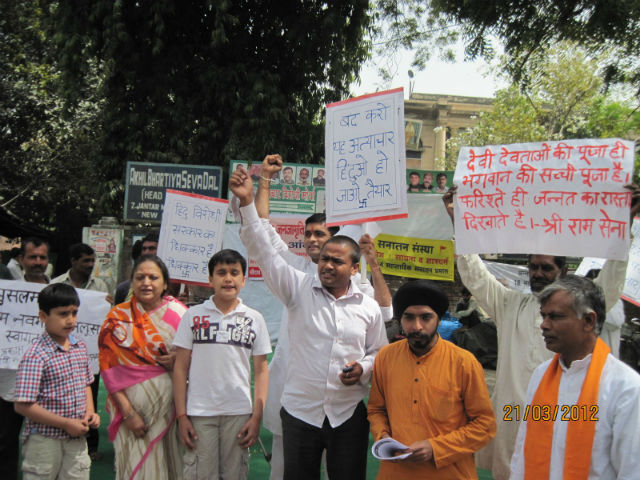 Hindus raising slogans against suppression of Hindus by Congress and MIM