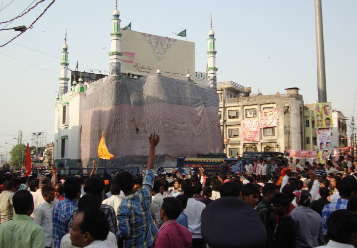 Instead of giving protection to Hindus, Police were busy in protecting Mosques