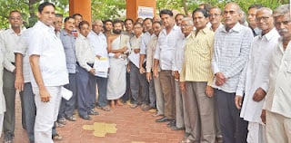 Members of Jain community while submitting memorandum