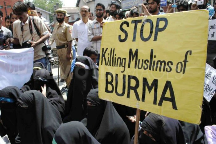 Srinagar : Burqa clad women protests over alleged violence in Assam, Myanmar