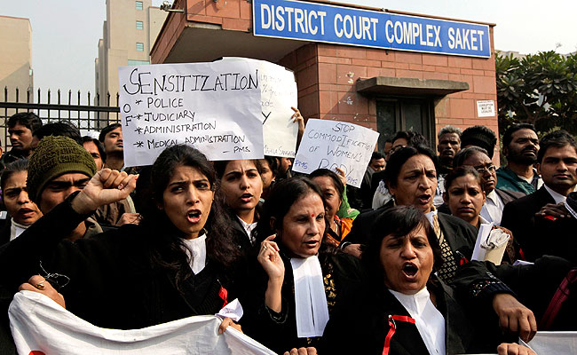Delhi : Women lawyers shout slogans against police and the government