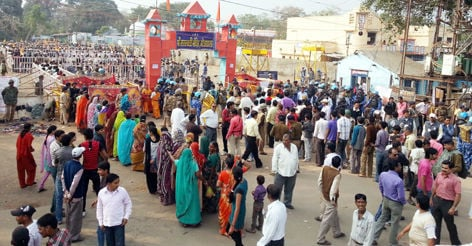 Long queue of Hindu devotees at Bhojshala