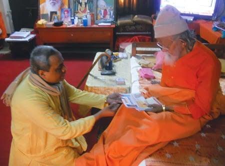 Pujya Dr. Pingle presenting Monthly periodical and Holy texts to Mahant Avaidyanathaji Maharaj