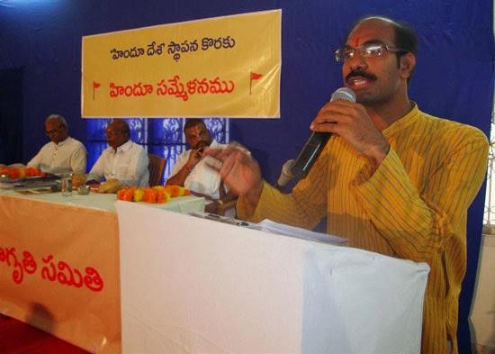 Shri. Chetan Janardan (At the podium) alongwith other dignitaries at the dais.