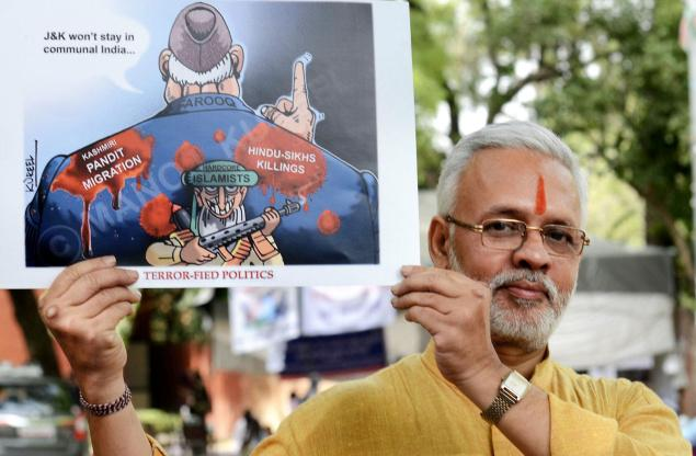 A Kashmiri pandit at Jantar Mantar in New Delhi on Sunday protesting against Farooq Abdullah's rem