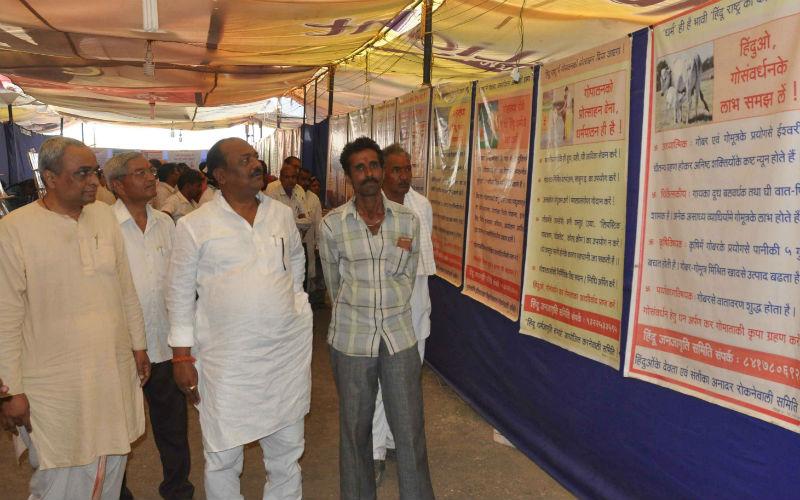 श्री. नारायण कबीरपंथीजी की प्रदर्शनी काे भेट