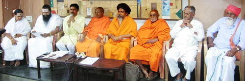 From left : Mata Ratnamma, Dr. Maharshi Anand Guruji, Shri. Mohan Gowda, Shri. Vyankatesh Reddy Swami, Shri. Shaktishantanand Swami, Shri. Ramakoteshwaranand Swami, Shri. Ratnakumar Swami and Shri. Narayanappa Swami