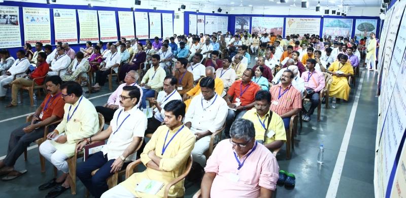 अखिल भारतीय हिन्दू राष्ट्र अधिवेशन में उपस्थित धर्मप्रेमी
