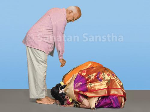 husband_wife_namaskar_together_inner