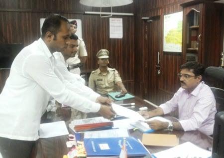 Pro-Hindu activists submitting memorandum to District Collector