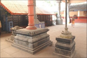 wooden-pillar