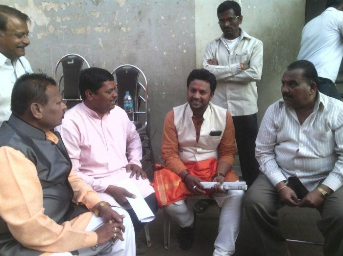 Shri. Bal Maharaj along with Shri. Chandrakant Barale of Hindu Ekta, Shri. Anna Potdar, Shri. Madhukar Nazare of Sanatan and others discussing on scam by Shri Mahalakshmi Ambabai Devasthan Samiti.