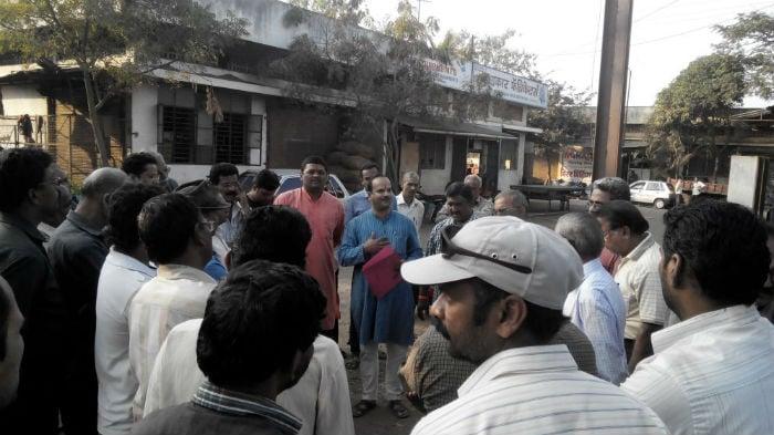 Hindu activistis meeting industrialist in Kolhapur and creating awareness regarding the PMDS scam