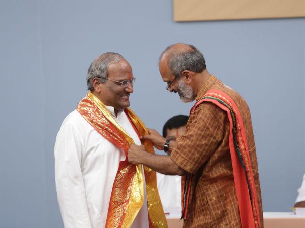 Advocates working for the Hindu Vidhidnya Parishad were felicitated by Adv. N.P. Amrutesh from Karnataka.