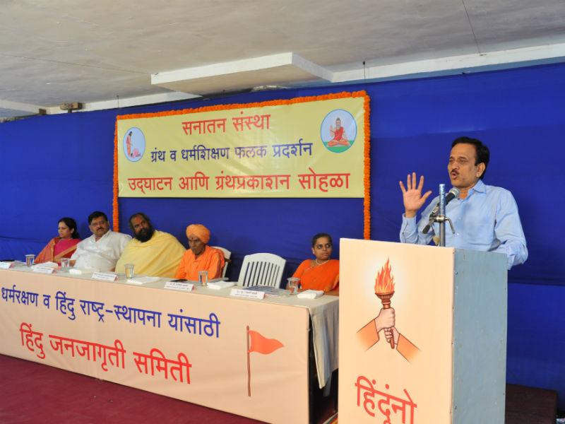 Shri Girish Mahajan addressing the Curious