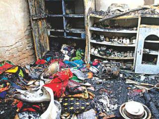 bangladesh_hindu_house_fire_320