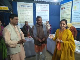Sadhvi Saraswatiji visits Sanatan's book exhibition in Prayagraj